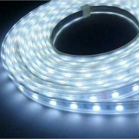 Striscia LED adesiva 5 m luce calda 24W IP 44 per esterni Mod. SMD 5050